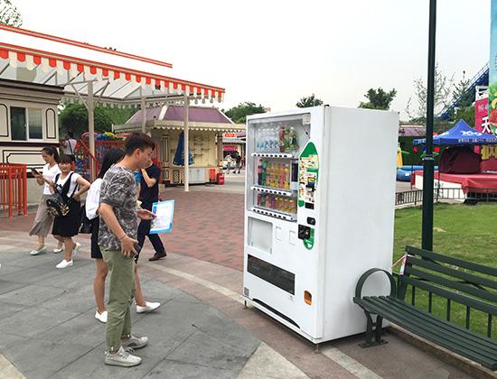 自动售货机多少钱一台,自动售货机哪家好,自动售货机,自动贩卖机,自动售货机运营,富宏自动售货机,自动售货机厂家,无人售货机,富宏智能,广州自动售货机,全自动售货机
