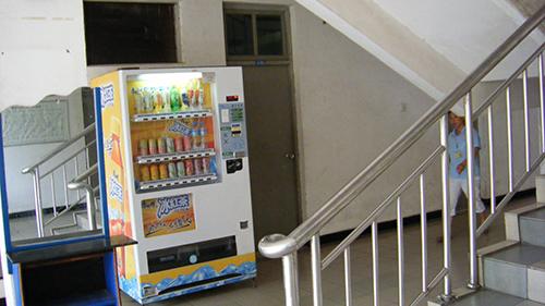 自动售货机,自动售卖机,自动售货机运营,富宏自动售货机