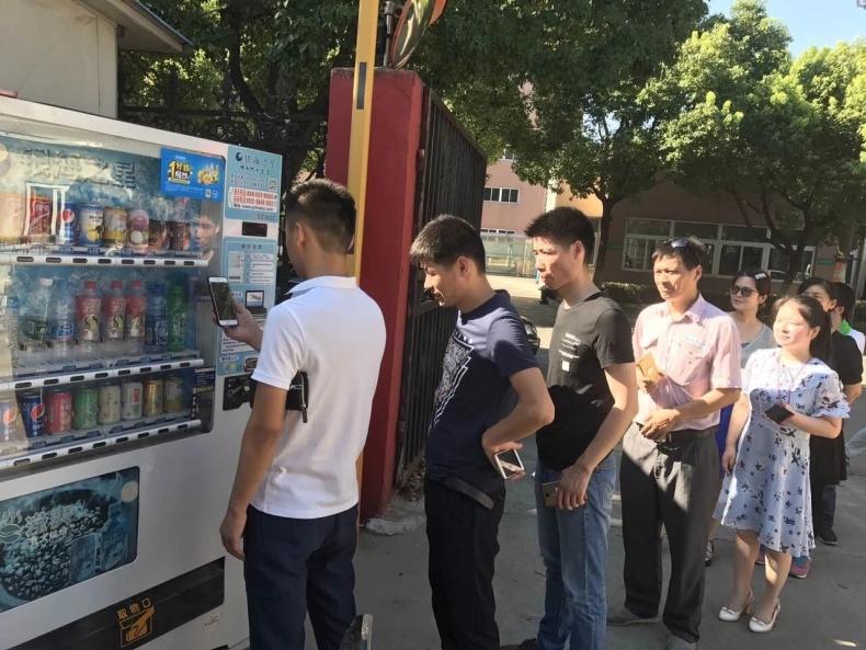 自动售货机厂家,富宏智能售货机,自助式饮料机